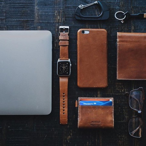 Nomad Wallet with integrated batt. 2400mAh and lightning - Bifold - BROWN